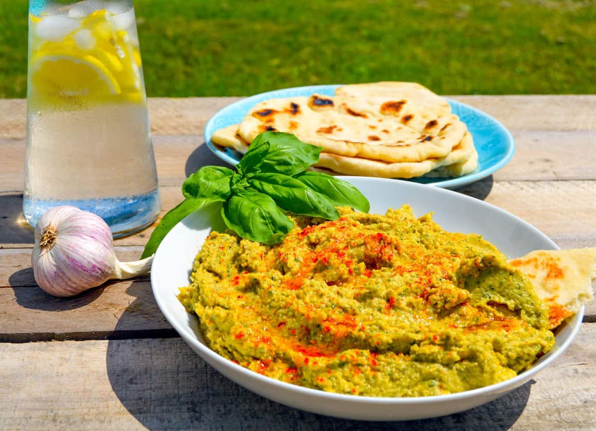 Roasted Garlic & Basil Hummus/Houmous with garlic and pita bread